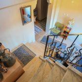 sari-mese-otel-merdivenler